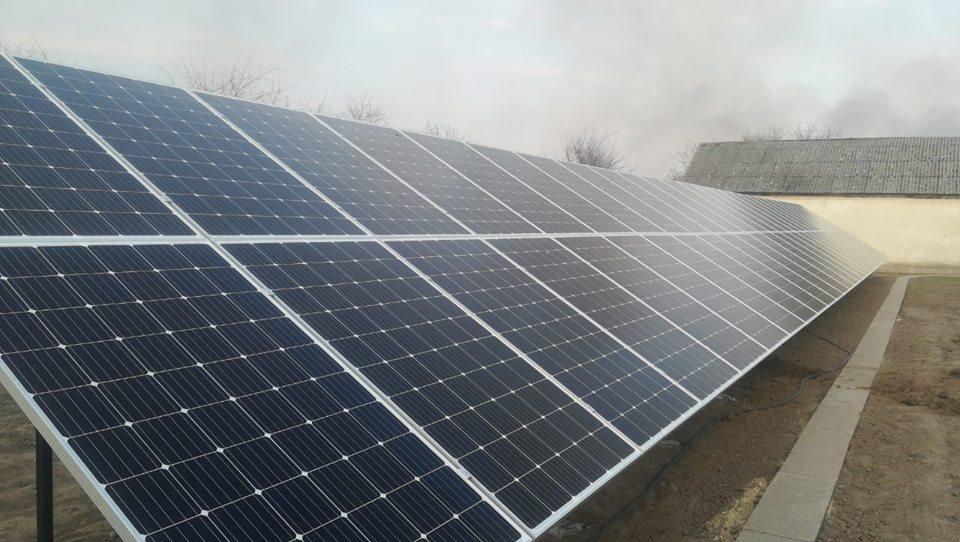 с. Городок, СЕС 30 кВт, наземна, панелі JA Solar 310 W mono - 108 шт, інвертор Huawei 30 кВт.